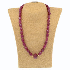 18k/750 yellow gold necklace with rubies - Length 47 cm.