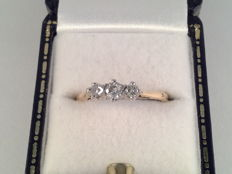 Yellow gold ring with 3 diamonds, 0.36 ct in total