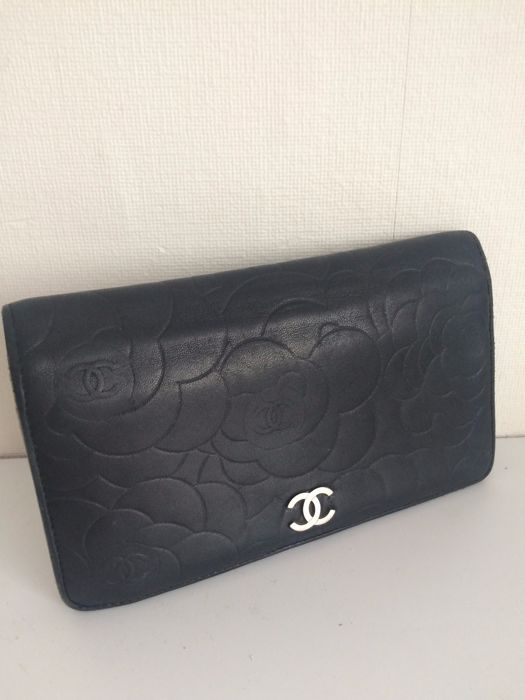 Chanel - Camellia - leather wallet - Catawiki