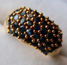 Vintage gold-plated Sterling SIlver ring with large ring head filled with Sapphires for a total of 2.00ct