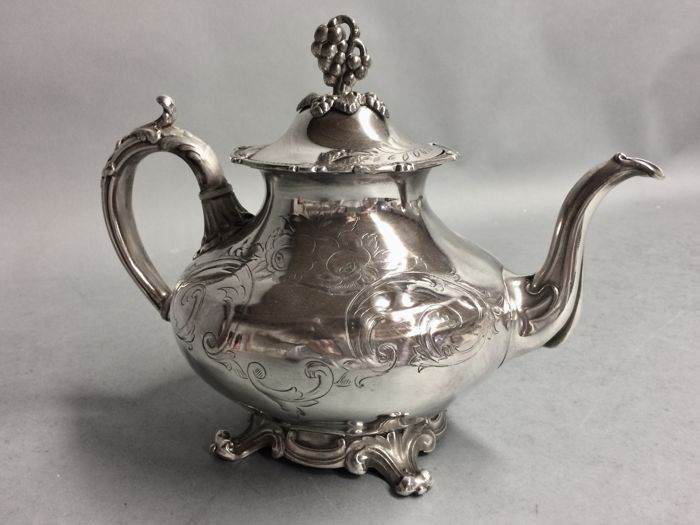 Very beautiful Victorian tea pot with floral decoration, England, ca 1885