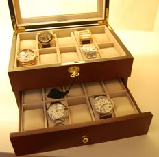 "Very luxurious solid ""cherry wood"" watch box for 20 watches with lock"