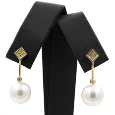 18 kt Yellow gold – Earrings with Diamonds 0.20 ct and Pearl – 10.90 mm