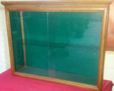 Display case cabinet with glass doors