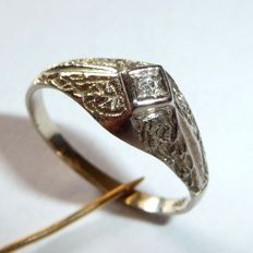14kt / 585 yellow gold antique ring with 0.03ct. Diamonds H ring size 57-58 / 18.1-18.4mm, no reserve price