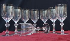 Lot of 8 glasses of finely chiselled cut crystal - France - 1920 ca