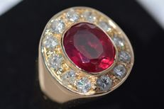 12 Diamonds cut brilliants - carats 1,50 - ring made of yellow gold 18 kt - Ruby noble spinel carats 6,25