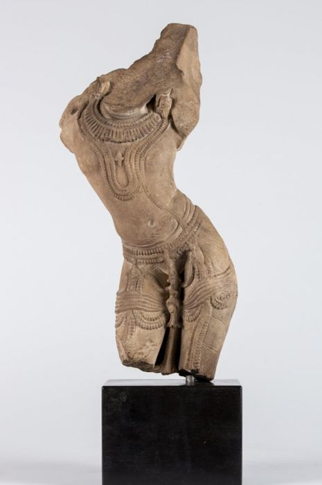 Apsaras, sandstone fragment (38.10 cm) - Northern India - 13th century