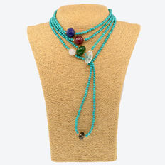 18kt/750 yellow gold – Long necklace with turquoises and assorted gemstones – Length: 175 cm.