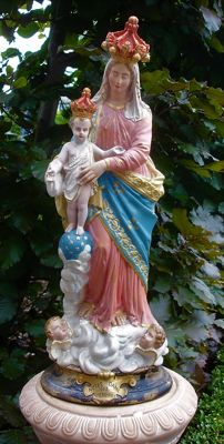 "Plaster of Paris polychromatic image of Mary with Child ""Notre dame des victoires"", signed S. Machi - France - First half of 20th century"
