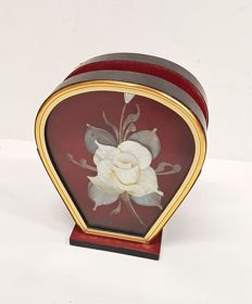 Napkin holder with mother of pearl flower