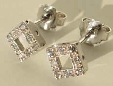 18kt white gold square studs with cubic zirconia - 0,55X0,55 cm