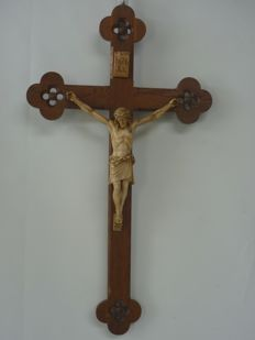 Gothic style oak wood crucifix with porcelain Corpus Christi, Southern Netherlands, circa 1900.
