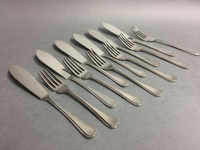 Silver plated fish cutlery for 6 persons with pearl rim, Sheffield, England, ca. 1955