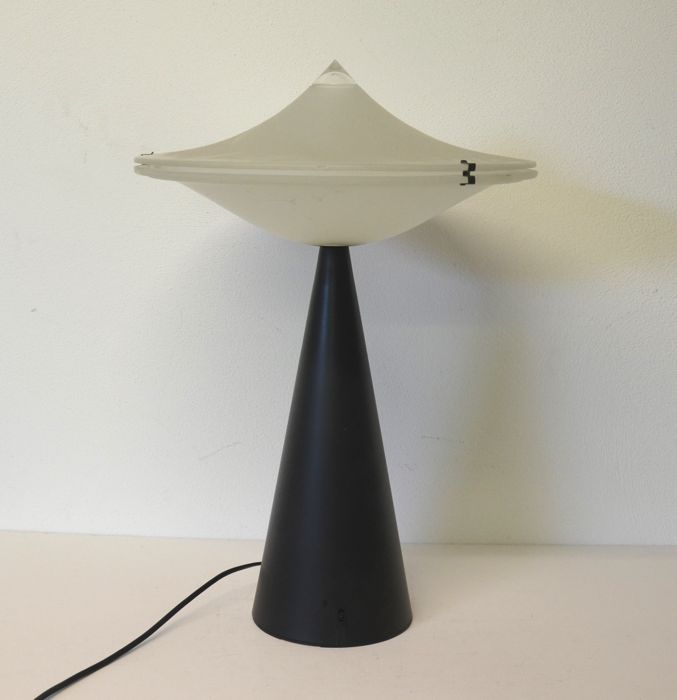 Cesaro L. for Tre CI/LUCE - Alien table lamp - Catawiki