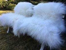 Lot comprising pair of large, white, long-haired Icelandic sheep skins - Ovis aries - 120 x 80 cm  (2)