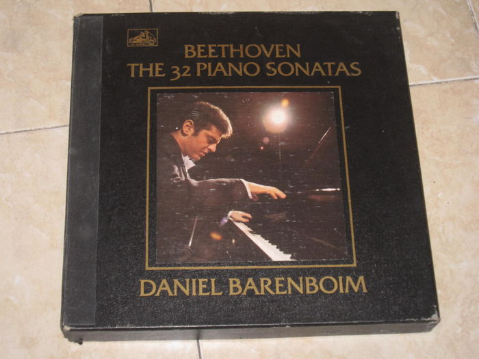 Classical music; Beethoven - The 32 Piano Sonatas - Daniel Barenboim / The  5 Piano Concertos - Alfred Brendel -  12 + 5 LPs 2 Boxes (Total 17)