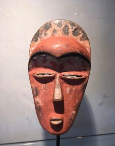 Passport mask in polychrome wood - EAST PENDE - Former Belgian Congo