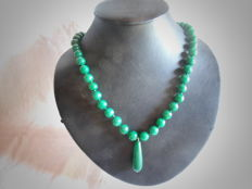 18 kt gold, with 750 hallmark – Jade necklace with 18 kt gold clasp – 58 cm