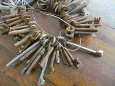 87 old iron keys - 19th/20th century - various countries