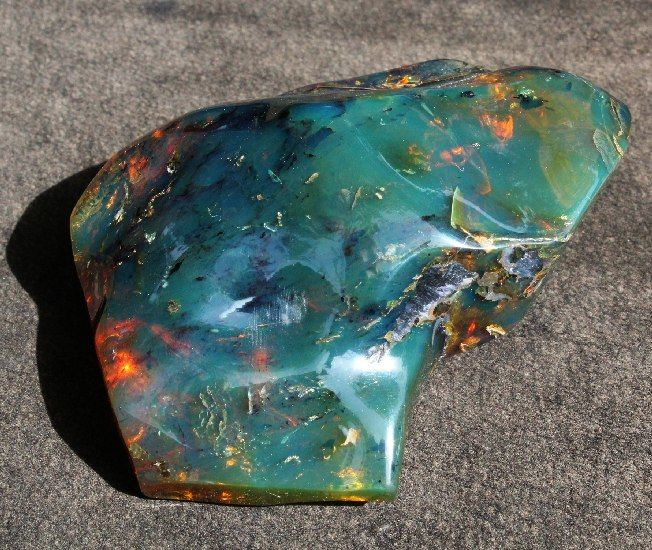 Natural, polished green Mexican amber - 9x6.8x3.7cm - 84 g