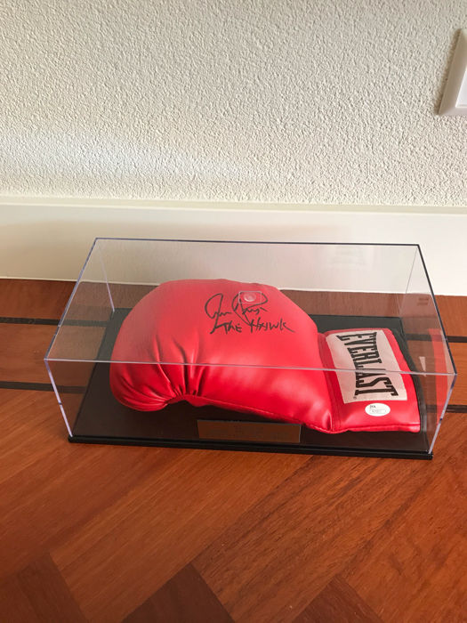 "Signed boxing glove Aaron ""the hawk"" Pryor"