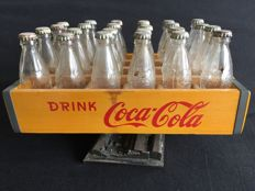 Coca-Cola miniature crate with 24 glass bottles + 2 glass bottles Coca-Cola