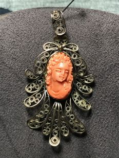 19th century pendant in gold filigree with Mediterranean coral cameo