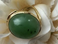 Vintage gold ring with jade - nephrite