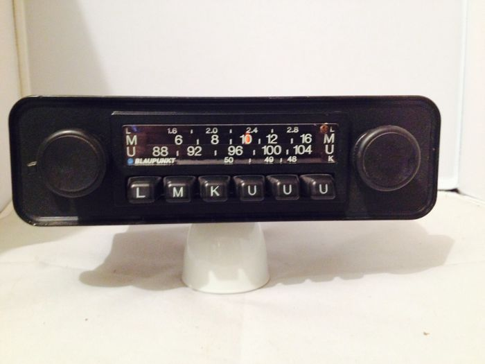Blaupunkt Frankfurt classic oldtimer car radio from the 1970s for Porsche 911.912, BMW, Mercedes, Ferrari, Alfa Romeo, and others