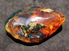 Natural, polished  deep colors Mexican amber - 9.1 x 6 x 4.3 cm - 106 g