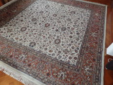 Hand-knotted Indo-Isfahan carpet, 310 x 300 cm.