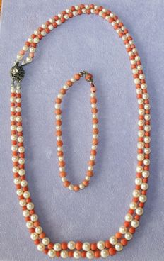Set of double pearl with coral necklace with diamond clasp, and bracelet, approx. 100 years old