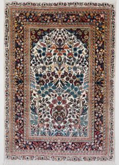 Hereke, silk on silk, more than 1,000,000 knots per m², 125 x 77 cm