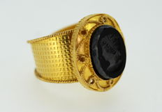 French 22K yellow gold signet ring with onyx stone, 1950's