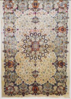 Persian carpet, Kashan, Signed, 470 x 313 cm