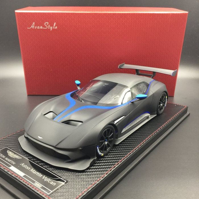 High Quality FrontiArt / AvanStyle   Scale 1/18   Aston Martin Vulcan