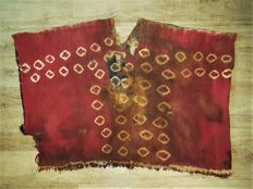 Completely preserved poncho/ unku of a warrior of the Nazca culture from Alpaca wool - 1015 mm x 740 mm