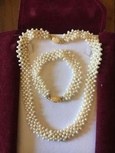 Pearl Set with 18-kt Gold Clasp