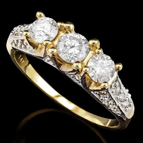14KT gold engagement ring set with 31 diamonds - 3.72 grams in total - No reserve price