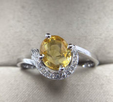 Yellow sapphire, diamond, 18K gold ring - 16,88mm *** No reserve price ***