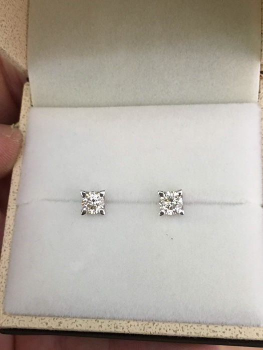 Light point earrings with 0.90 ct diamonds