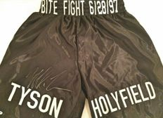 Boxing shorts hand-signed by Mike Tyson - Classic fight against Holyfield - PSA/DNA