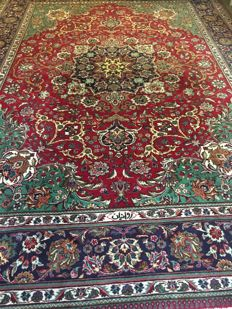 Magnificent hand-knotted Persian XL TABRIZ with vegetable colours!  approx. 291 x 395 cm - in very good condition and signed!  PERSIA - fast shipping!