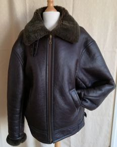 Sheepskin leather flight jacket / motorcycle clothing.