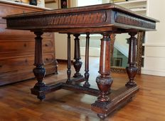 Renaissance Revival square dining table in walnut wood - Italy, late 19th century