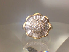 1,65 ct's Diamonds Gold Flower Ring