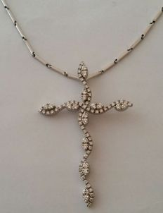 Necklace with cross in 18 kt white gold with diamonds totalling 2.02 ct