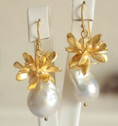 Silver earrings with baroque pearls - Length: 4.75 cm