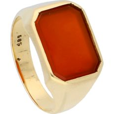 14 kt - Yellow gold signet ring set with carnelian - Ring size: 18 mm